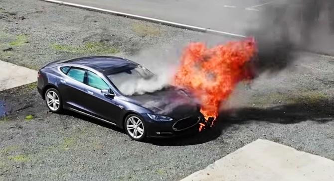ô tô điện bốc cháy 2